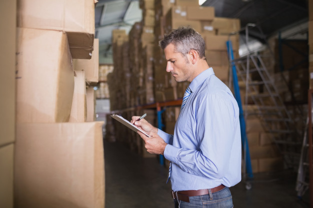 É por meio das técnicas de armazenagem que as empresas gerenciam melhor o espaço tridimensional de um local, colocando-o à disposição para guardar produtos e transportá-los de forma ágil, segura e adequada.