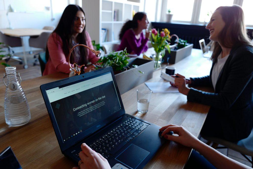 Alugar uma sala comercial pode ajudar os colaboradores a terem mais foco e aumentarem sua produtividade.
