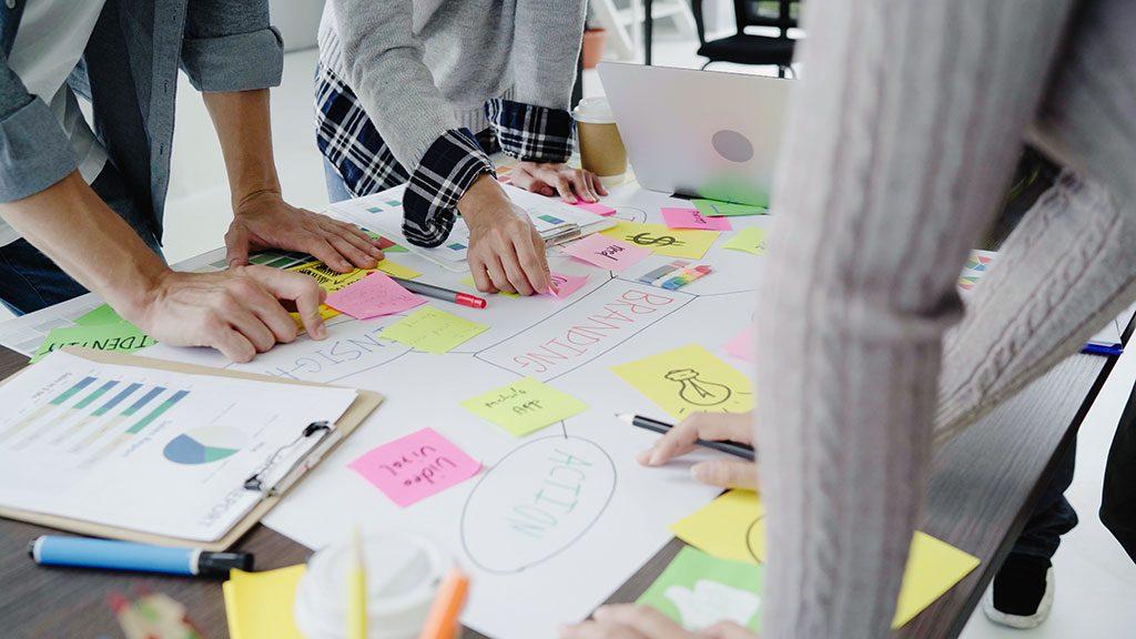 Alugar uma sala comercial permite personalizar o espaço e deixá-lo com um ar mais profissional.
